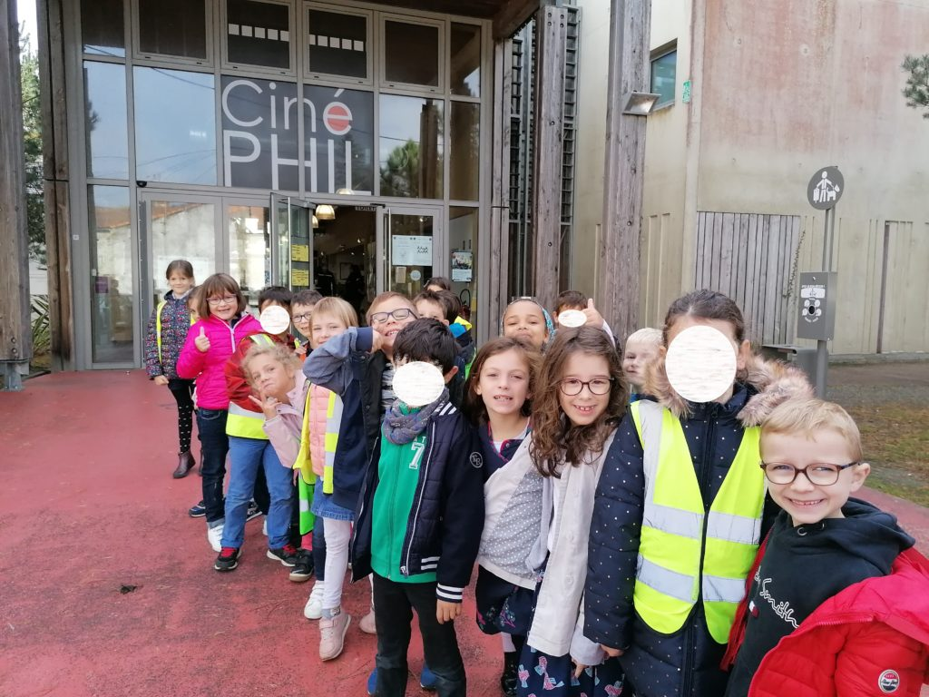 """sortie au cinéma de Saint-Philbert de Grand lieu pour voir le film documentaire """"Sur le chemin de l'école"""""""